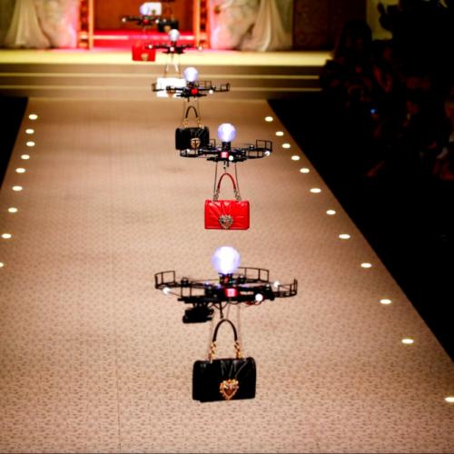 ドローン、ファッションショー、ドルチェ&ガッバーナ、イタリア、ミラノ